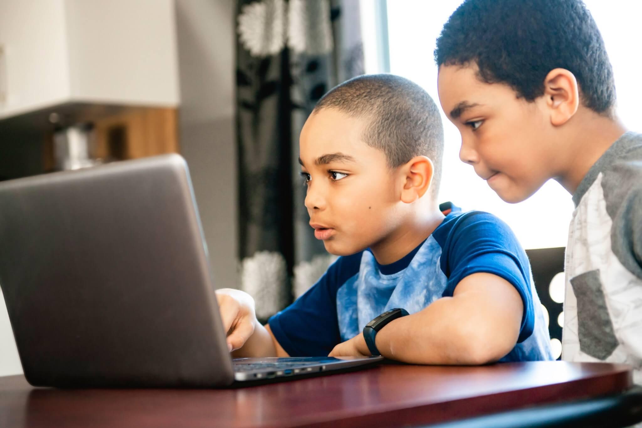 homeschooling_jungs_laptop_shutterstock_1386056558